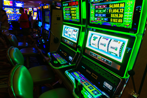 how do casino slot tournaments work